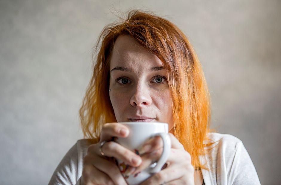Фильм фото дома жена на лице мужа сидит трахается чулках