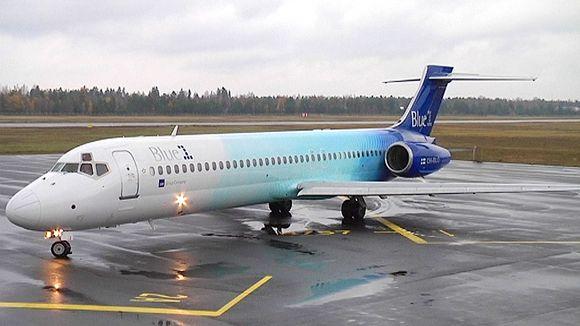 Blue Onenin Boeing 717 lappeenrannan kentällä