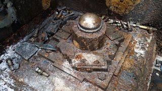 Tämän jalkalaakerin varassa sijaitsi vanha sulkuportti