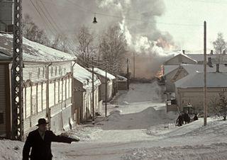 Savonlinna 29.2.1940. Palopommi osuu puutaloon Koulukatu 15:ssa.