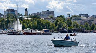 Kesäinen näkymä Saimaalta Lappeenran satamaan.