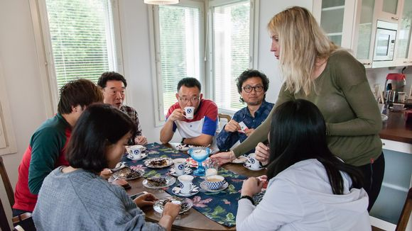 Kiinalaiset turistit tutustumassa Etelä-Karjalaiseen kotiin
