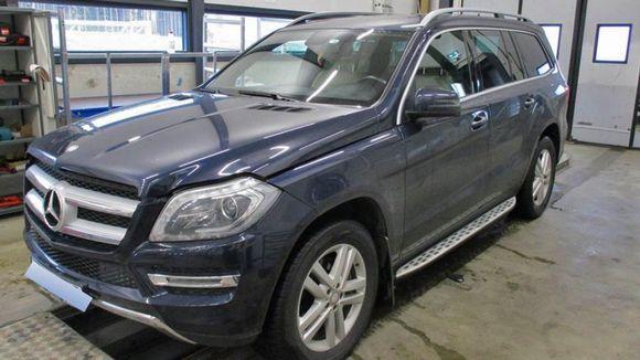 Varastetuksi epäilty arvoauto Mercedes-Benz Imatran rajalla