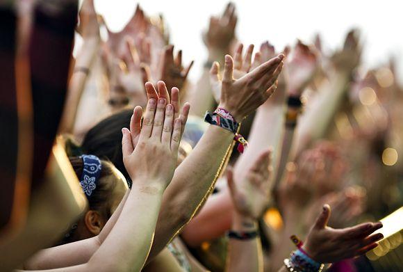 Видео: Yleisö seurasi kun Green Day esiintyi Rock The Beach tapahtumassa Helsingin Hietaniemessä 26. kesäkuuta.