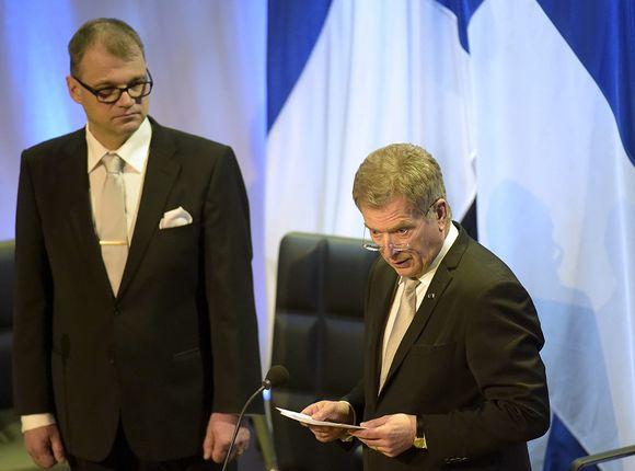Eduskunnan puhemies Juha Sipilä (vas) ja tasavallan presidentti Sauli Niinistö valtiopäivien avajaisissa Helsingin Finlandia-talolla keskiviikkona 29. huhtikuuta 2015.