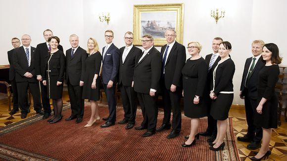 Pääministeri Juha Sipilän johtama uusi hallitus piti tiedotustilaisuuden valtioneuvoston juhlahuoneistossa Smolnassa perjantaina.