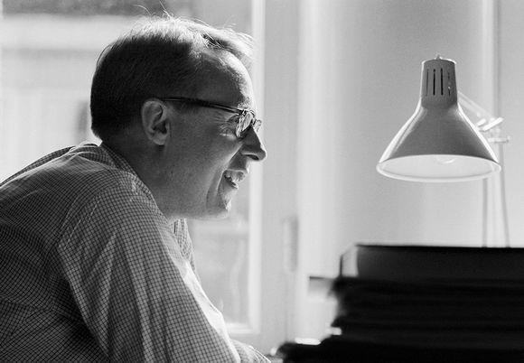 Suomalainen filosofi, filosofian professori Jaakko Hintikka työpöytänsä ääressä 21. elokuuta 1971.
