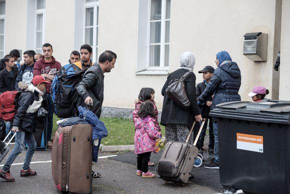 Turvapaikanhakijoita Tornion järjestelykeskuksessa 25. syyskuuta.