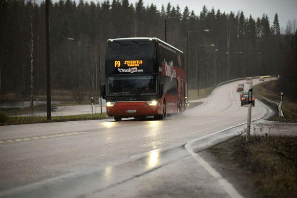 Onnibus liikennöi Jämsässä jouluaaton aattona 23. joulukuuta 2015.