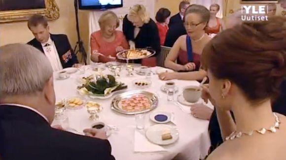 Video: Kahvipöytävieraita linnanjuhlissa