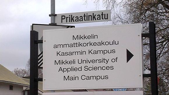 Mikkelin ammattikorkeakoulun Kasarmin Kampuksen kyltti.