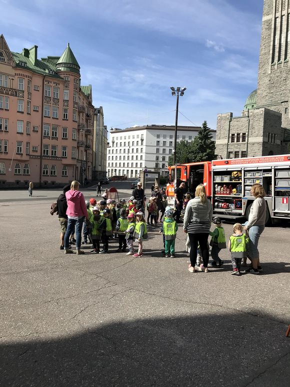 Children donate teddy bears on Helsinki Day