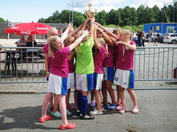 Tyttöjen jalkapallojoukkue.