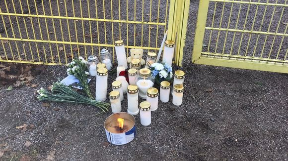 Flowers at the scene of a stabbing in Porvoo.