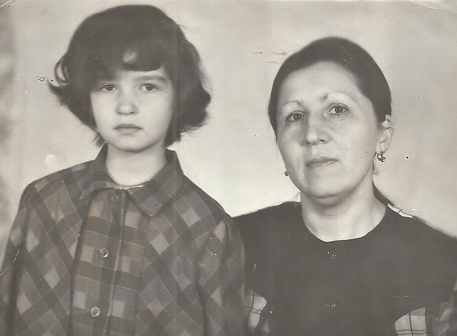 Девятилетняя Полина и ее мама Едена Жеребцова, 1994 год