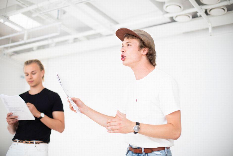 Cтуденты-актеры Университета Тампере участвуют в экспериментальном проекте под руководством известного петербургского режиссера Бориса Павловича.