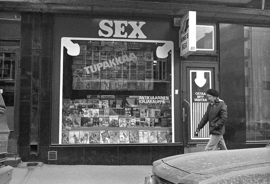 Антикварный магазин Тома Шёберга, где из под полы торговали также алкоголем и порнографией