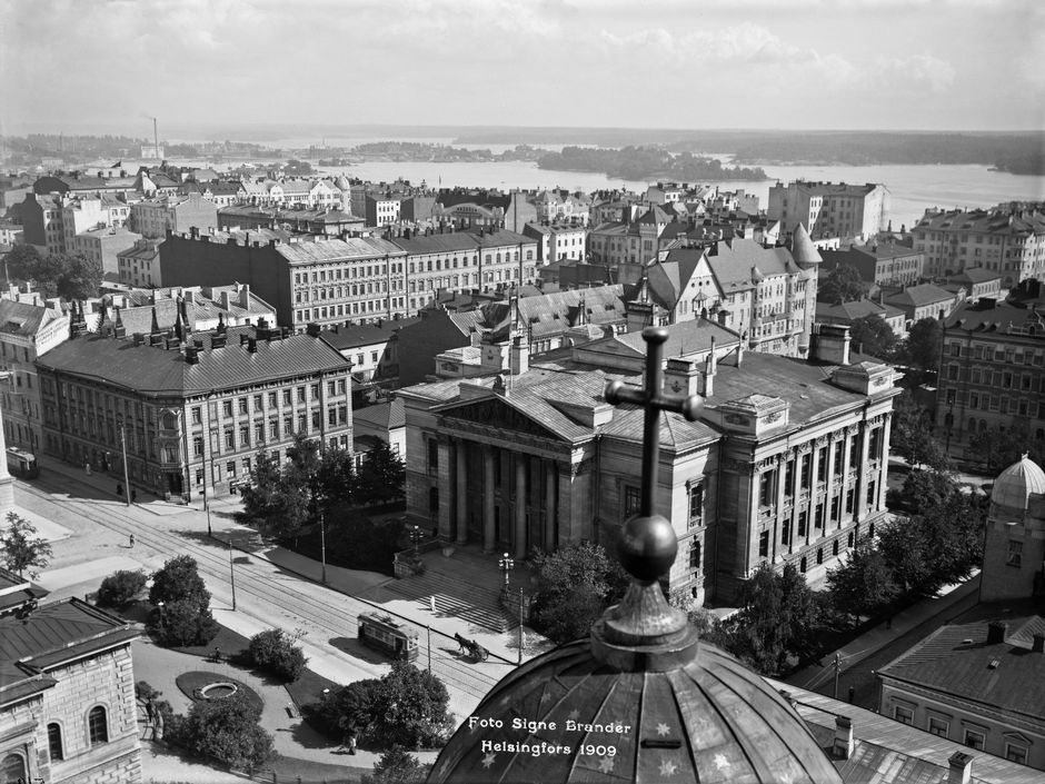 Вид на Сёрняйнен с башни Кафедрального (бывшего Никольского) собора