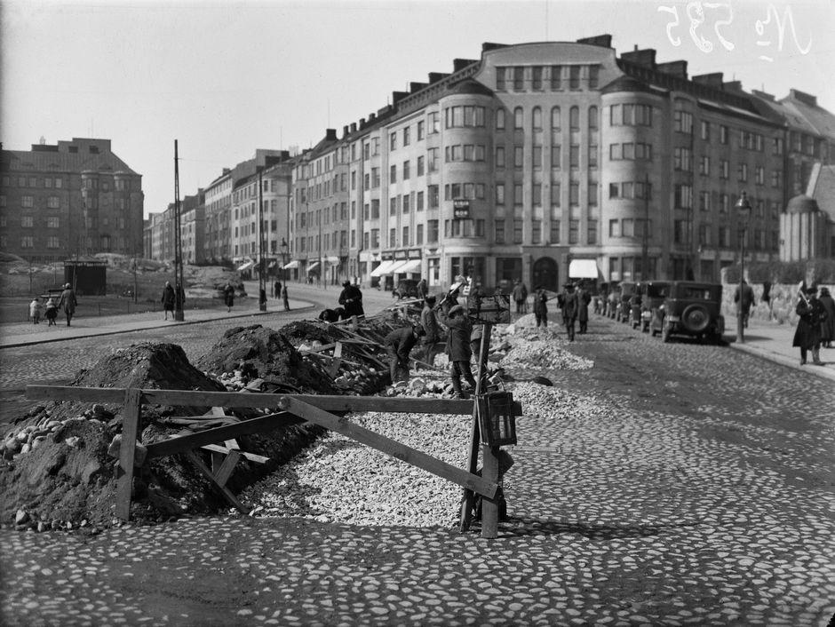 Прокладка трамвайных путей на улице Мусеонкату, 1930 год.