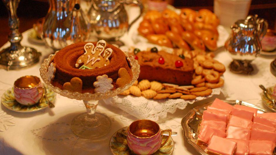 Рождественский сладкий стол по традиции ломится от угощений