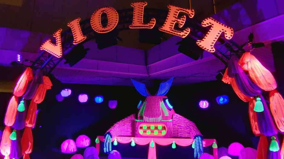 lux helsinki 2019 Violet