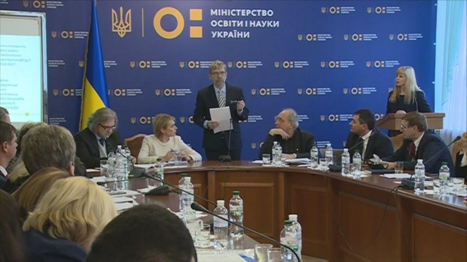 Suomen opetusviranomaiset Ukrainassa avustamassa koulutusuudistuksessa.