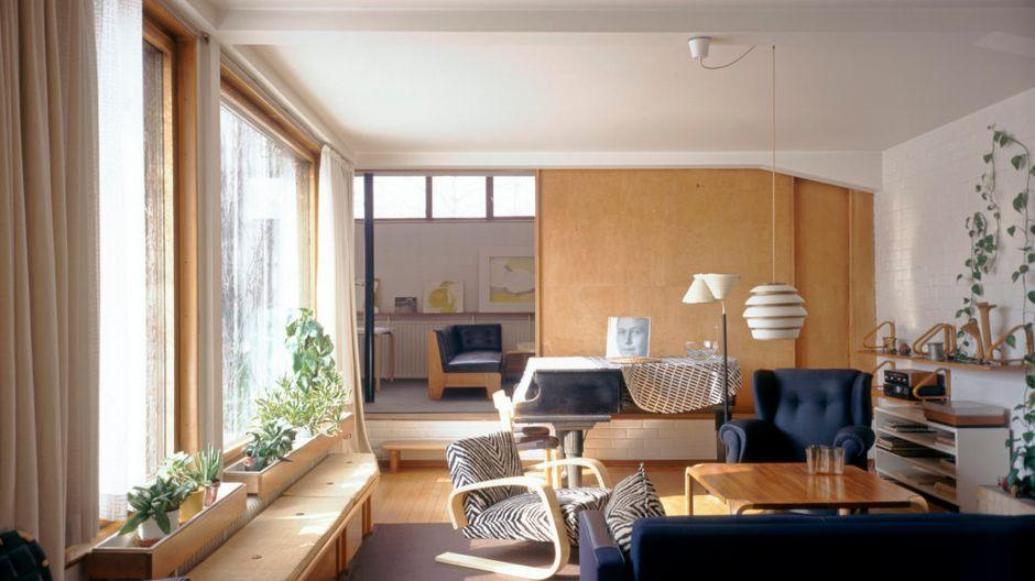 the-aalto-house-living-room-photo-maija-holma-alvar-aalto-museum-988x659.jpg