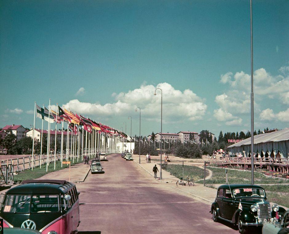 Олимпиада в Хельсинки, 1952 год. На заднем плане видна Олимпийская деревня, построенная специально для расселения спортсменов