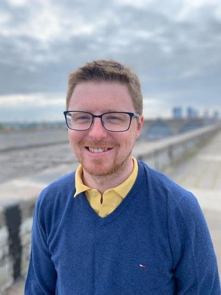 Ян Макохагон - переводчик, редактор, член и председатель нескольких общественных организаций, связанных с лингвистикой и переводами
