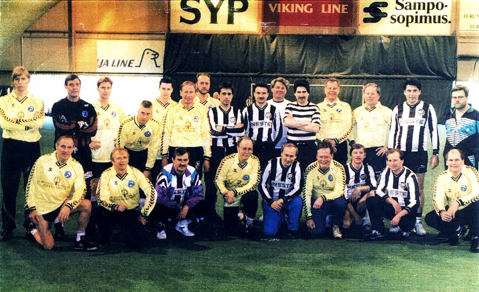 Jalkapallojoukkue: Vladimir Putin, John Vikström, Georgi Poltavchenko, Juhani Leppä. Vuosi 1992