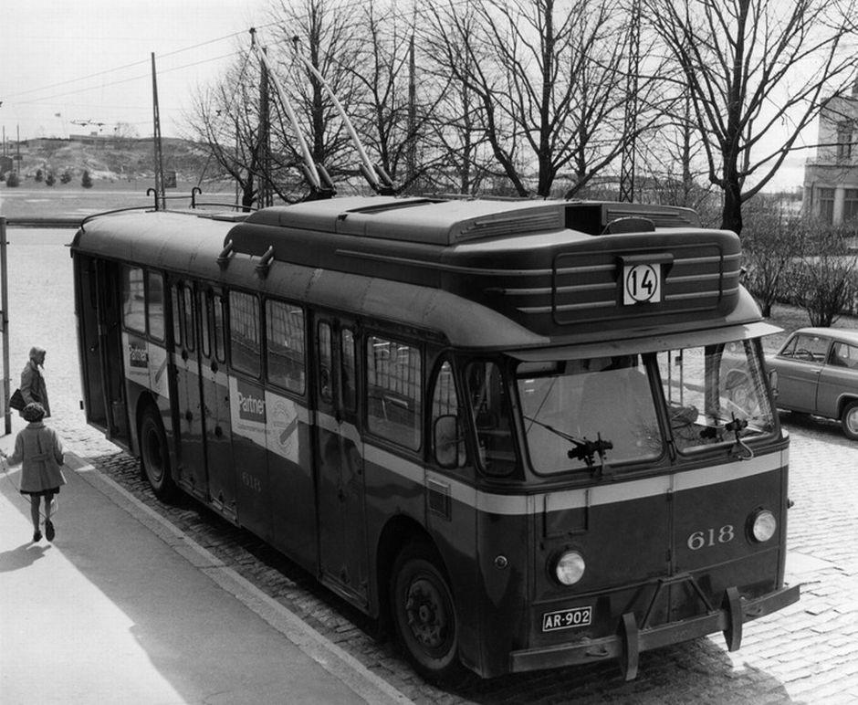 Liikennelaitoksen johdinauto. Okkola Bertel 1964 Helsingin kaupunkimuseo