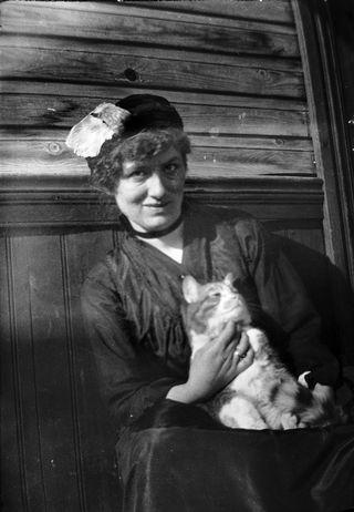 Edith Södergran ja Totti-kissa.