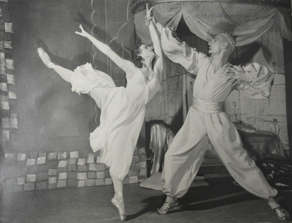 Bahtshisarain suihkulähde 1956, Doris Laine, Klaus Salin