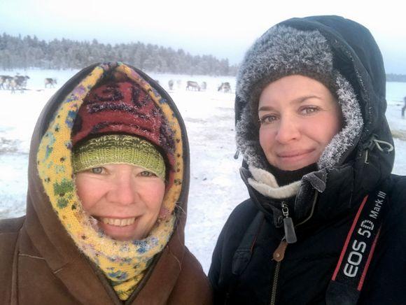 Jietna: Toimittajat Jaana Kanninen ja Kukka Ranta tutustumassa Muddusjärven paliskuntaan.
