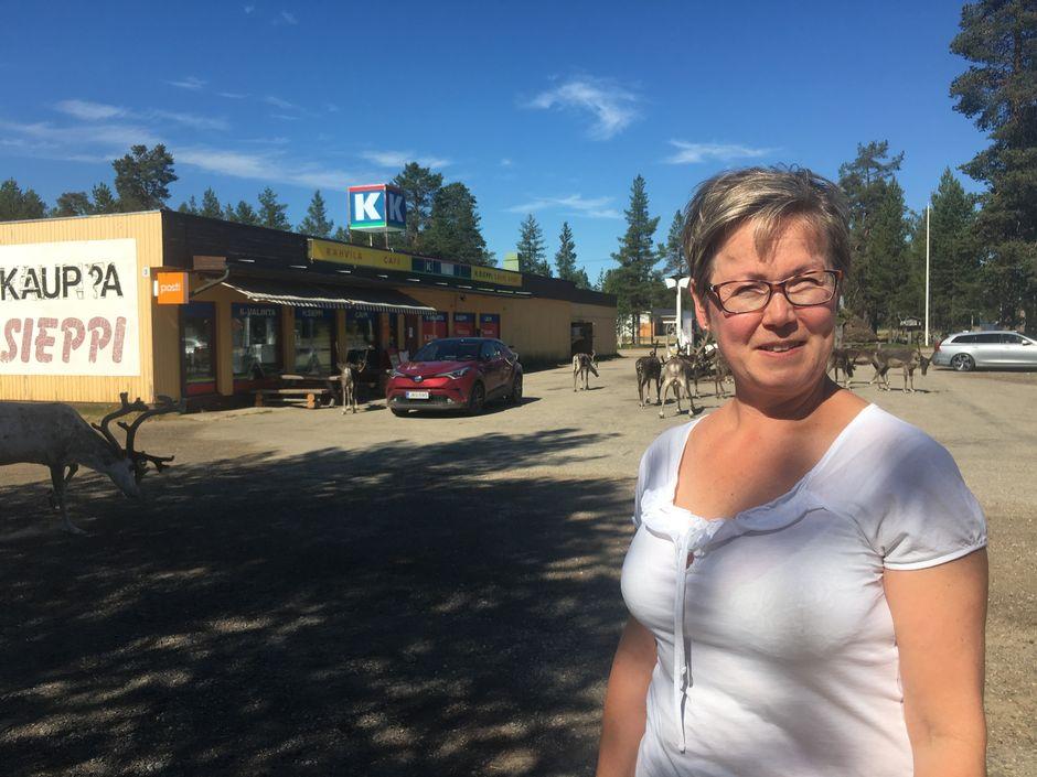 Raija Muukka, Vuotso, kyläkauppa, porot