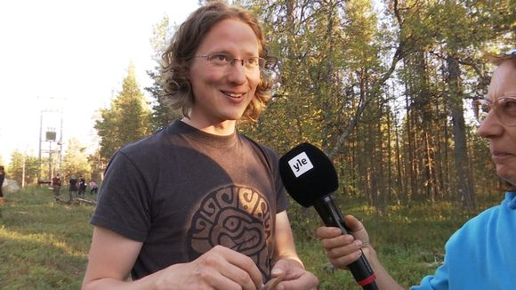 Aslak Holmberg totká kuobbârijd.