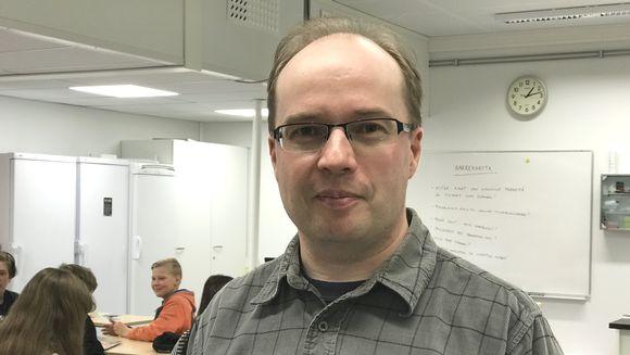 Avvila skuvlla oahpaheaddji Heikki Hirvonen.