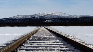 Kuvamanipulaatio. Toteutuessaan rata halkoisi yhteensä kuusi saamelaispaliskuntaa Sodankylän ja Inarin alueilla.
