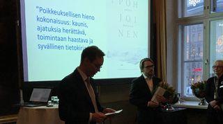 Antti Haataja vastaanotti Lauri Jäntin tietokirjapalkinnon keskiviikkona 30.1.2019.