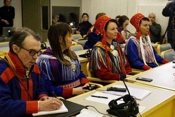 Kuva Tenon luvattoman pyynnin käräjiltä Utsjoella 14.2.2019. Kuvassa syytetyt Esko Aikio, Anne Nuorgam, Heidi Eriksen ja Kati Eriksen.
