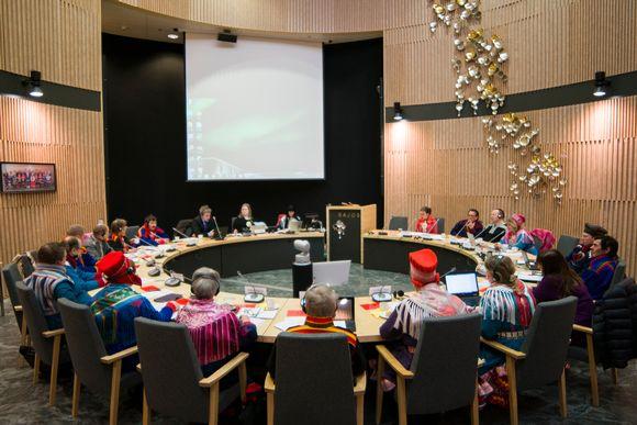 Sámedikki dievasčoahkkin, saamelaiskäräjien täysistunto