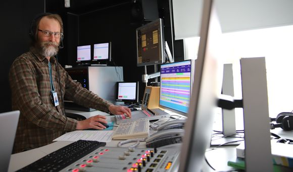Erkki Gauriloff láidesta Yle Sámi rádiosáddagiid nuortalašgillii.