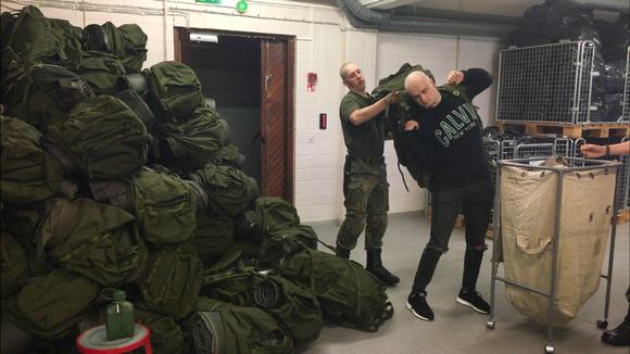 Video: Täytenä armeijan reppu painaa jopa 40 kiloa.