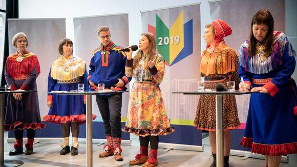 Yle Sámi sámediggeválggaid 2019 álbmottente Helssegis Oodis 26.8.2019.