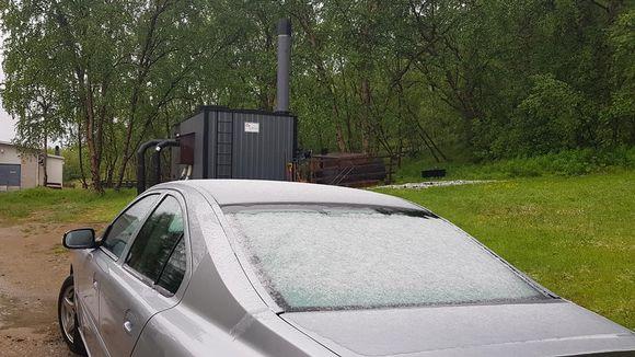 Lunta maassa Utsjoella kesäkuun viimeisenä päivänä