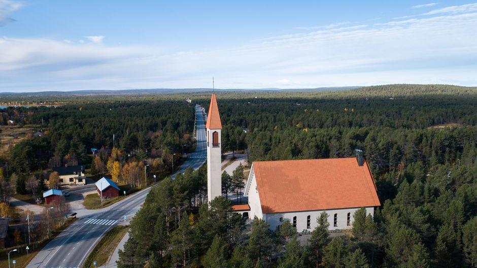 Video: Hetan kirkko, Hetta, Enontekiö, Heahtá girku, Heahttá, Eanodat