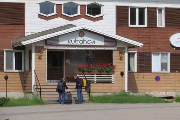Turisteja Kultahovilla kesällä 2013