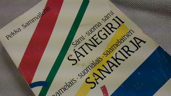Pekka Sammallahti Sámi-suoma-sámi -sátnegirji.