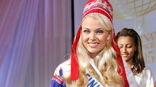 Perintöprinsessa Susanna Laine edusti Suomea feikkilapinpuvussa vuonna 2005.