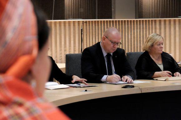 Vuoigatvuohta- ja bargoministtar Jari Lindström Anáris 14.12.2015